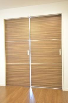 秀和第一南平台レジデンス 洋室扉
