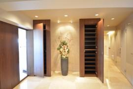 代官山マンション 大理石貼りの玄関ホール