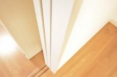 可動式の扉は壁のむこうへスッキリしまえます