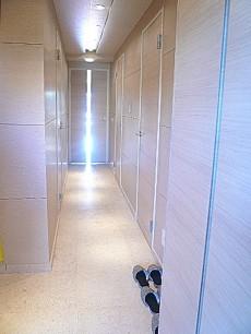 代官山マンション 明るい廊下です。602