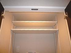 代官山マンション 洗濯機置き場 収納棚602