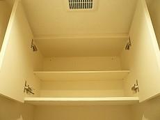 サングリア中目黒 ホワイトな吊戸棚。