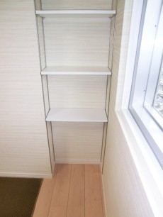 牛込中央マンション リビングの収納 棚板可動式
