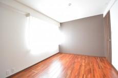 芦花公園ヒミコマンション 約6.7畳の洋室