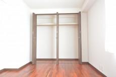 芦花公園ヒミコマンション 約6.7畳の洋室のクローゼット