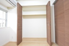 古河松原マンション 約4.1畳の洋室のクローゼット