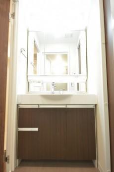 飯田橋第1パークファミリア 4面鏡の洗面化粧台