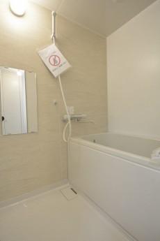 ナチュラルな雰囲気のバスルーム