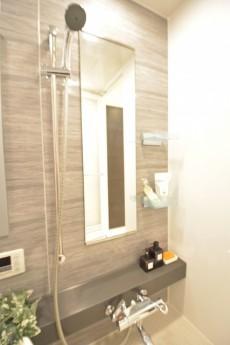 リシェ五反田スカイビュー 追い焚き機能と浴室乾燥機付のシックなバスルーム
