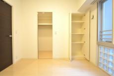 リシェ五反田スカイビュー 約5.5畳の洋室は収納豊富♪