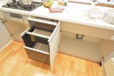 キッチン収納内部