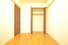 約5.1畳の洋室のクローゼット