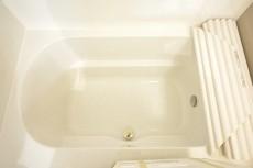 浴室換気乾燥機付きのバスルーム