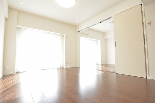 LDKと洋室をつなげると開放的な空間になります♪