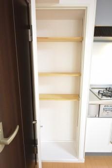 キッチン横の収納