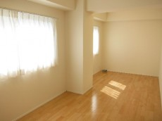 NK五反田コータース 約8.5畳の洋室