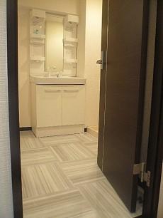 コープ野村六本木Ⅱ 白基調のサニタリールームです。