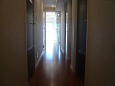 麻布狸穴ナショナルコート LDKへ続く廊下です。