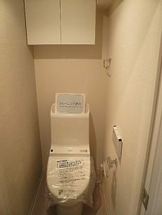 麻布狸穴ナショナルコート ウォシュレット付トイレです。