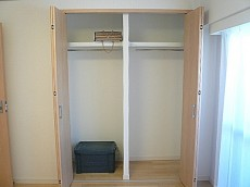 セブンスターマンション東山 洋室6.0帖 クローゼットです。
