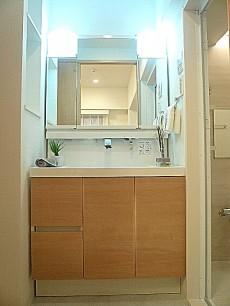 セブンスターマンション東山 洗面化粧台です。