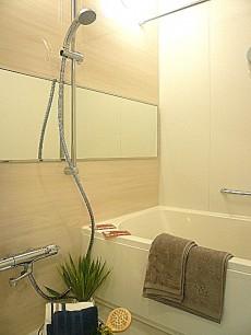 セブンスターマンション東山 浴室乾燥機・追炊き機能付きのバスルームです。