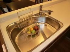浄水器内蔵タイプの水栓付シンク