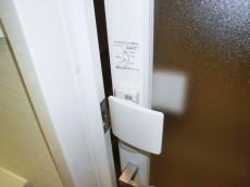 チャイルドロック付・バスルームのドア