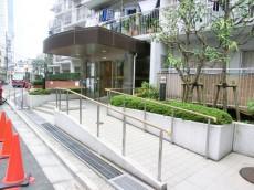 西新宿ハウス エントランス