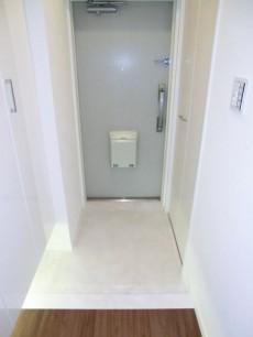 西新宿ハウス ホワイト基調で明るい玄関501