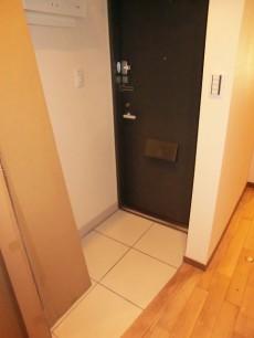 シャンボール松濤 オープンな雰囲気の玄関