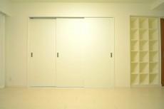 可動式の3枚扉