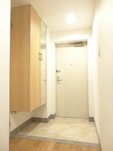 ディナスカーラ新宿 明るい玄関ホール