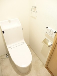 ディナスカーラ新宿 ウォシュレット付きトイレ