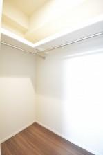 約6.0畳の洋室のWIC内部