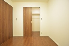 約4.2畳の洋室