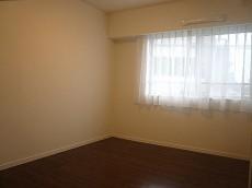 5.3帖の清潔感ある洋室
