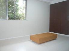 壁一面の収納 7.3帖洋室