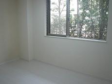 大きな窓のある 5.7帖洋室