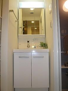 第三宮庭マンション 真っ白な洗面化粧台