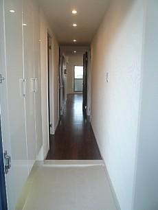 フォルスコート目黒大橋 白を基調とした玄関ホール
