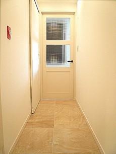 マンション駒場 お部屋へと続く廊下303