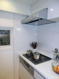 明るく機能的なキッチン