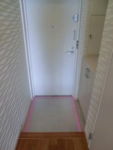 ハイホーム本陣 アクセントクロスが貼られた玄関