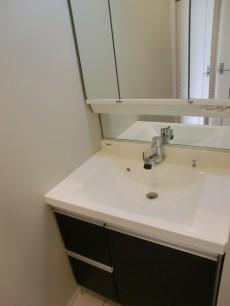 ハイホーム本陣 継ぎ目のないボウルが美しい洗面化粧台
