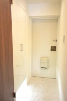 朝日白山マンション 明るい玄関ホール