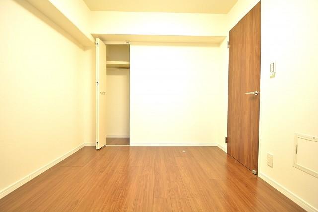 朝日白山マンション 約5.4畳の洋室のクローゼット