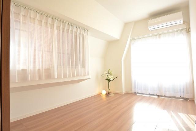 リア・マンシオン晴海 陽当たり◎、約6.5畳の洋室