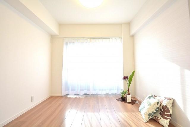 リア・マンシオン晴海 陽当たり◎、約5.0畳の洋室