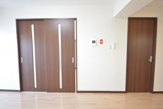 大森パークハイツ リビング内の洋室の扉